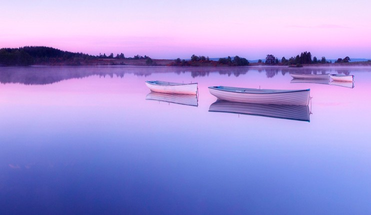 tips on how to beat procrastination - picture of calm boats on a lake